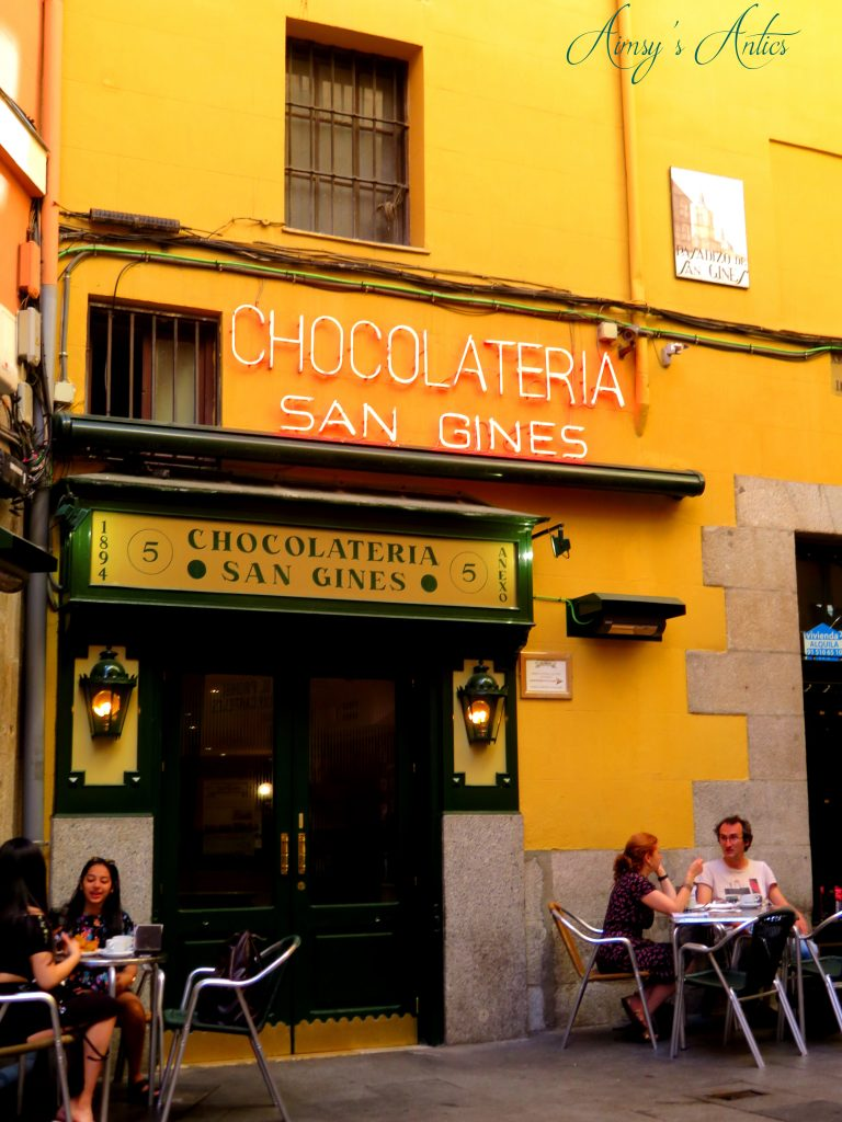 Outside Chocolateria San Gines with people sat at tables